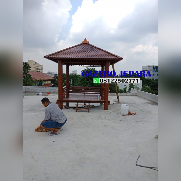 Gazebo atap sirap ukuran 2,5x2,5 kayu kelapa